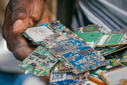 分享废旧电路板回收价格表-「电路板100元一斤吗」